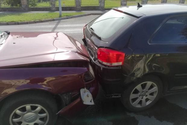 Zderzenie trzech aut na alei Tysiąclecia. Ranne dziecko