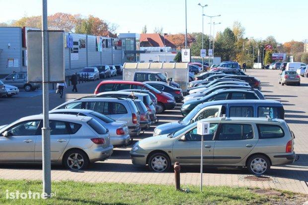 Pechowe parkowanie. Co zrobić, gdy zajdzie kolizja na parkingu?