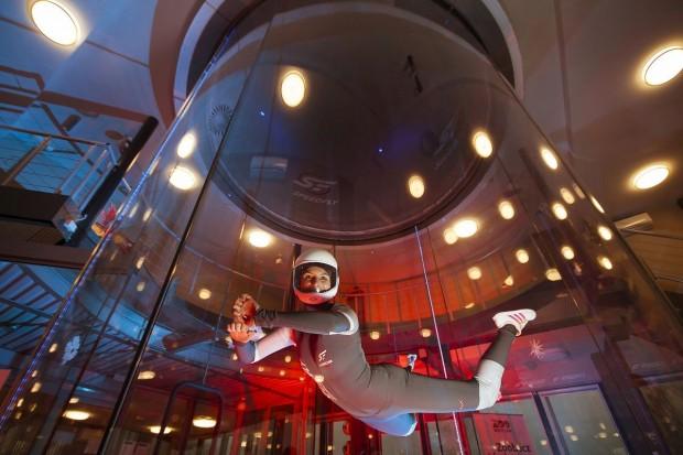 Loty w tunelu aerodynamicznym – wyjątkowy pomysł na prezent we Wrocławiu