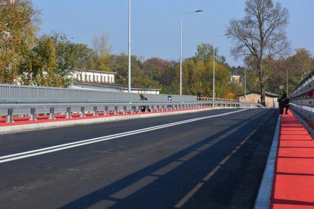 Czytelnik: mosty w Świętoszowie otwarte, ale oznakowanie dalej wprowadza w błąd