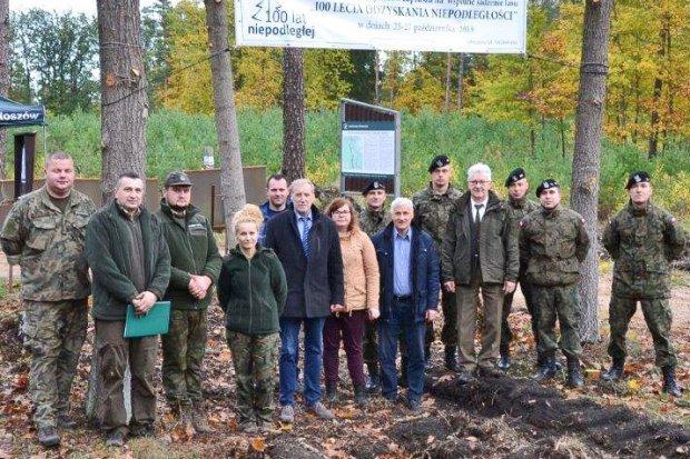 Gmina Osiecznica: Akcja sadzenia drzew z okazji 100-lecia Odzyskania Niepodległości