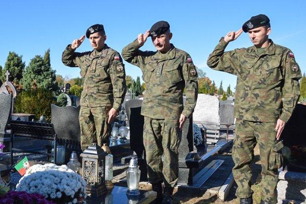 Artylerzyści pamiętali o zmarłych kolegach i żołnierzach poległych na wojnie