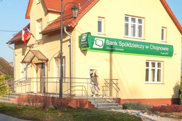 Wysadzili bankomat w Gromadce, trwa liczenie strat