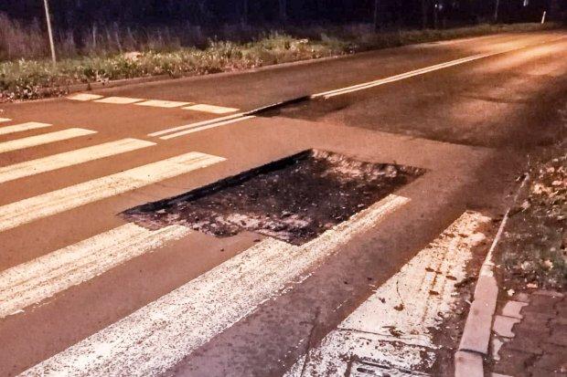 Skandal! Wycięli dziury w jezdni i ich nie oznaczyli. Nie ma już zagrożenia