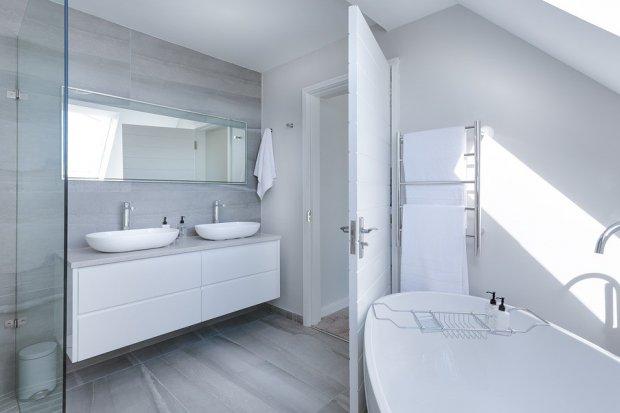 Baterie Kludi, kabiny prysznicowe Walk In i wanny wolnostojące, czyli projektujemy modną łazienkę