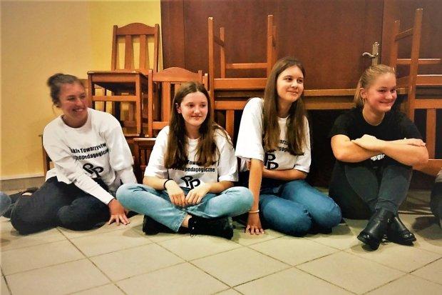 ROZBArWIENI wolontariusze w Domu Dziecka