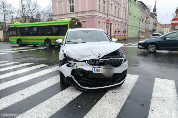 """""""Idiota przekręcił znak stop"""". Dzwon na Ogrodowej. Chorwat z 500-zł mandatem, ranna 31-latka"""
