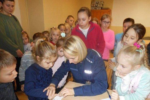 Dzieciaki z Iwin opanowały bolesławiecką komendę policji