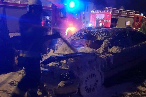 Osobówka spłonęła w Osiecznicy