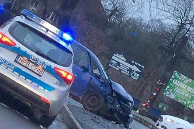Wypadek w Łaziskach, 3 osoby trafiły do szpitala