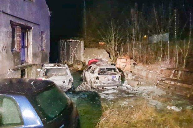 Spłonęły dwa auta w Tomisławiu