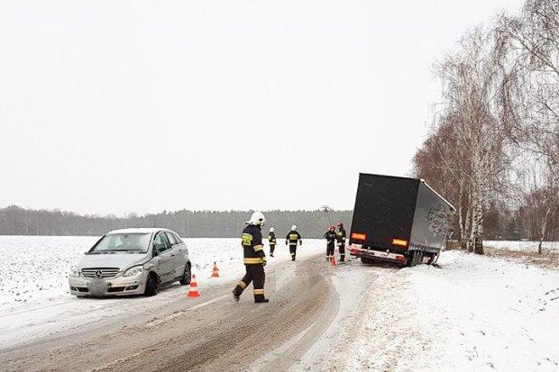 Kierująca mercedesem zderzyła się z ciężarówką. Sprawczyni dostała mandat