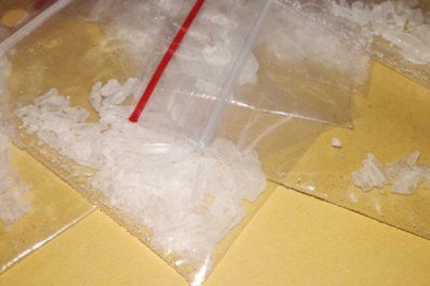 37-latek wpadł z ponad 60 porcjami narkotyków