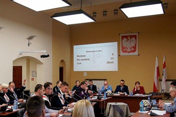 Konflikt o pieniądze w Nowogrodźcu. Urząd publikuje pisma radnych