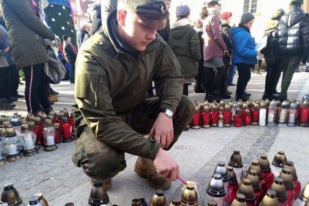 Stop mowie nienawiści w Bolesławcu: żegnamy Pawła Adamowicza
