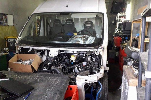 Policja odzyskała naczepę z ładunkiem wartym ponad 820 tys. zł i busa