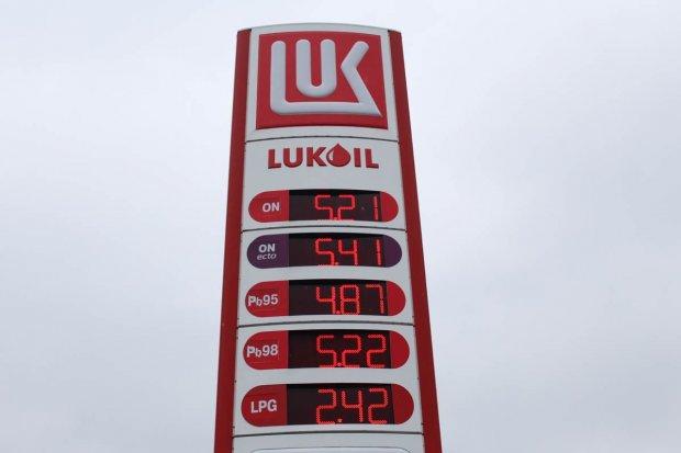Na świecie paliwo tanieje, w Polsce jest drogo, a w Bolesławcu jeszcze drożej...