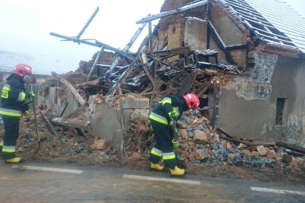 Katastrofa budowlana w Patoce. Runął zniszczony ogniem budynek