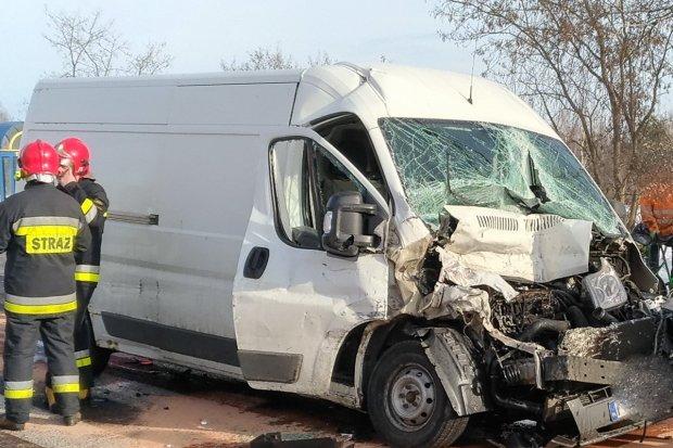 Wypadek w Trzebieniu. Dwaj kierowcy ranni, 35-latek trafił do szpitala