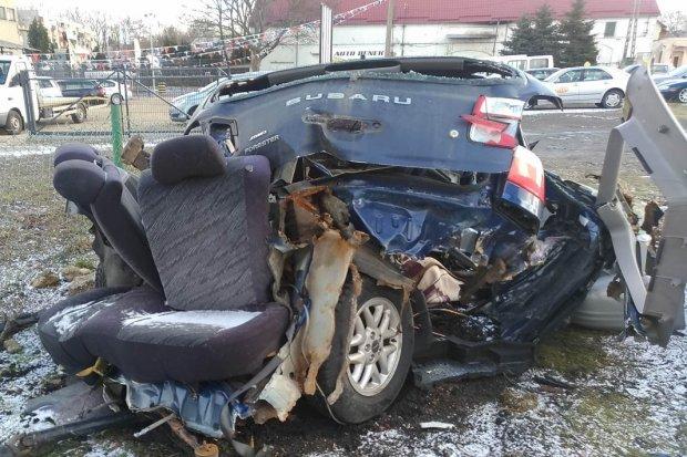Tyle zostało z Subaru po niedzielnym wypadku