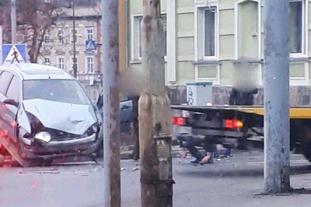 Dzwon koło Starej Mleczarni. 21-letni kierowca z 500-zł mandatem