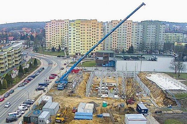 Zobaczcie na wideo, jak przebiega budowa hotelu Ibis w Bolesławcu