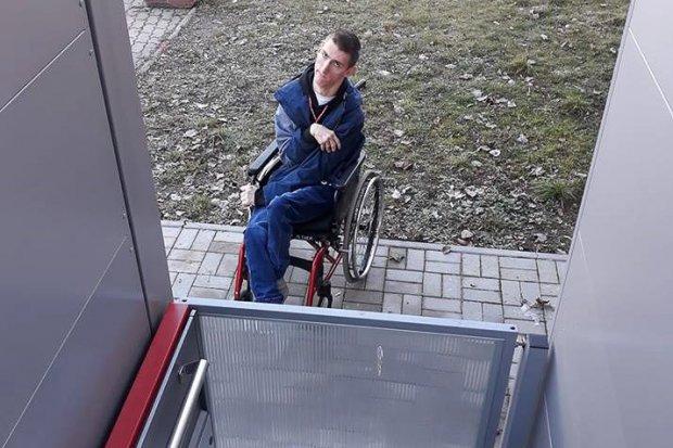 Co z tą windą dla niepełnosprawnych w