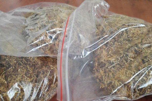 W legalnym sklepie sprzedawała nielegalny tytoń. Grozi jej do 3 lat odsiadki