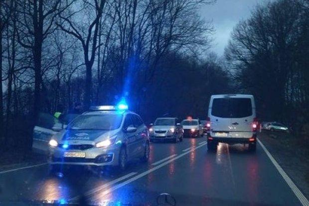 Zderzenie aut między Bolesławcem a Nowymi Jaroszowicami