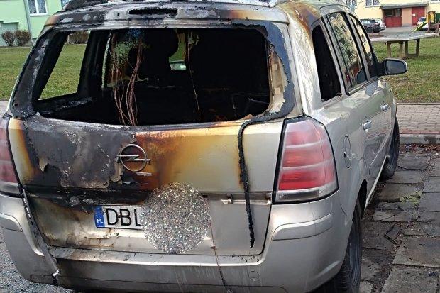 Pożar opla na Jana Pawła II