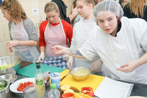 Firemki w powiatowych szkołach pracują pełną parą
