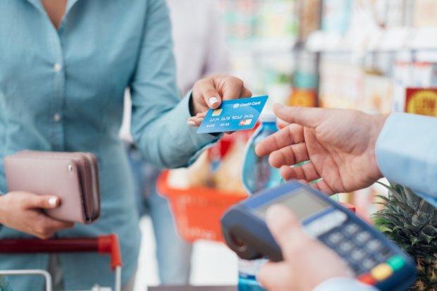 Czy na robieniu zakupów kartą kredytowa można zarobić?
