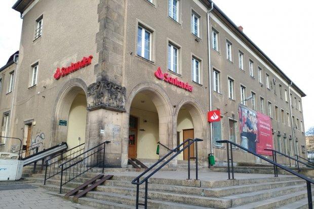 Kradzież pieniędzy w okolicach banku Santander