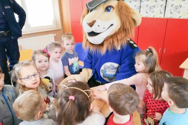 Komisarz Lew z wizytą w nowogrodzieckim przedszkolu
