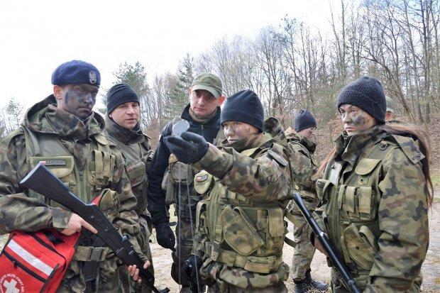 Poznają tajniki żołnierskiej służby