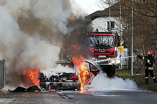 Pożar auta na Jagodowej w Bolesławcu
