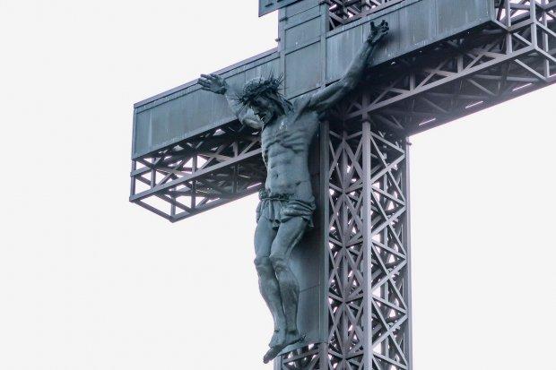 """Twórca naszego Jezusa na Krzyżu Milenijnym stworzył też """"Świństera"""""""