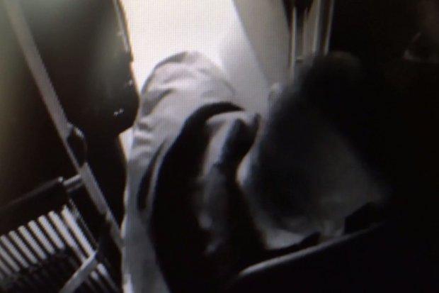 Przeszkadzał mu... zapach pasażerów. Zdemolował drzwi autobusu i groził kierowcy