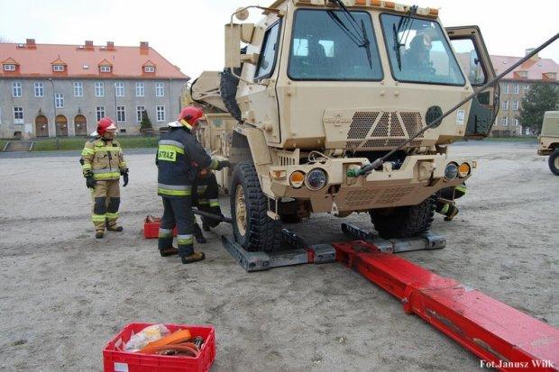 Strażacy: ćwiczenia ze sprzętem US Army