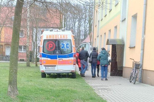 Zgon na klatce schodowej na Staszica