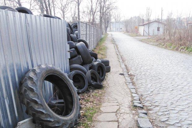 """Składowisko opon w Zebrzydowej. """"Strach przechodzić"""""""