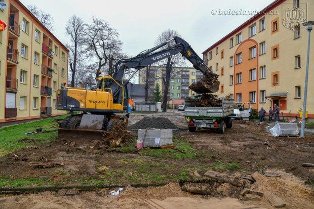 Remontują podwórko przy Słowackiego. Będzie plac zabaw