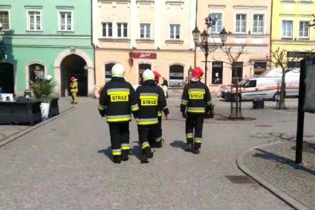 Ewakuacja ludzi z kamienicy w Rynku, zagrożenie wybuchem gazu