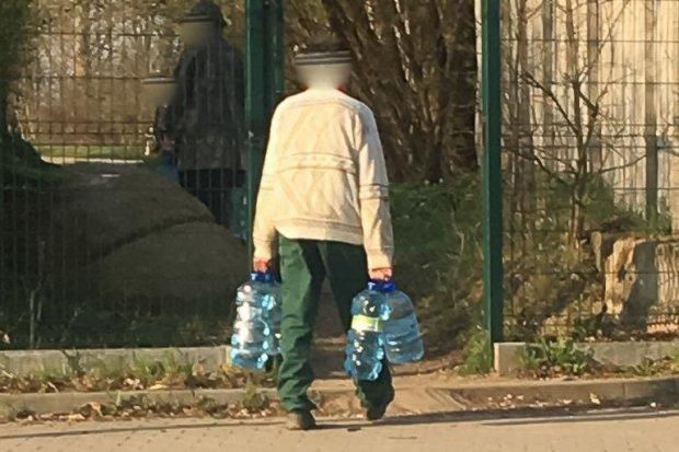 Czytelniczka o działkowcach: kradną wodę z cmentarza. Inni traktują nekropolię jak park