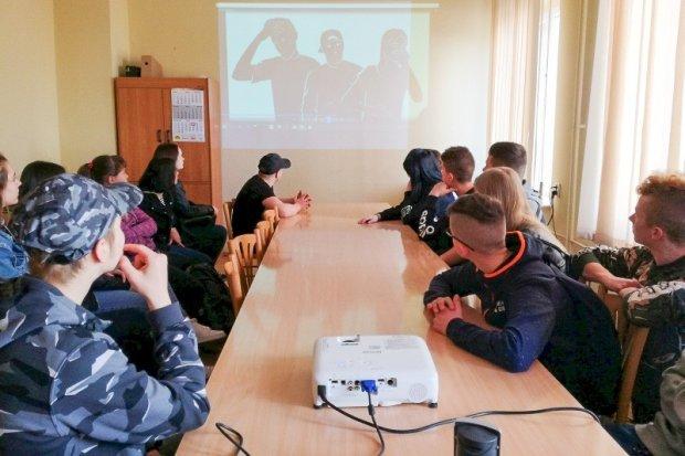 Gimnazjaliści z Nowej Wsi opanowali bolesławiecką komendę
