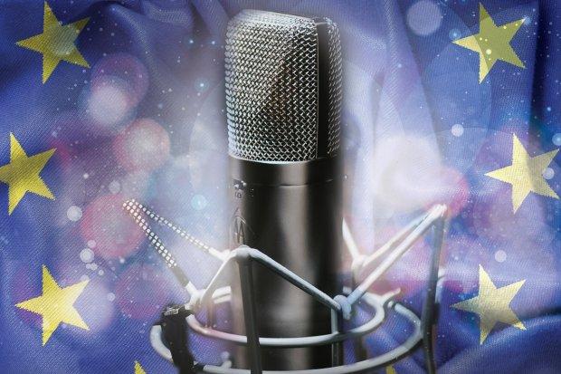 Konkurs piosenki z występem na scenie podczas Pikniku Europejskiego