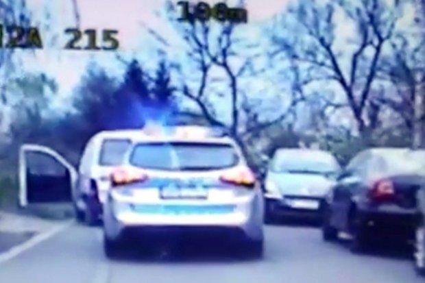 Kierowca z sądowym zakazem uciekał przed policją. Citroen miał blachy z innego auta