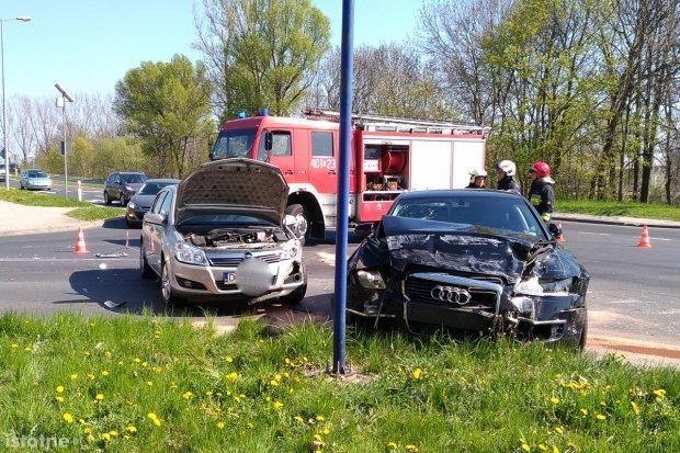 Trzy auta zderzyły się na obwodnicy, trzy osoby ranne