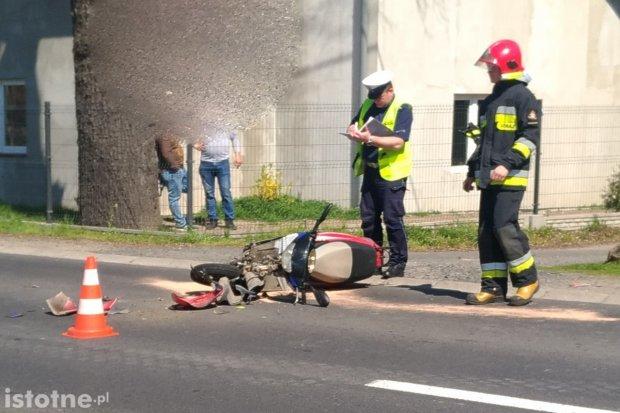 Wypadek w Łące. 17-letni motorowerzysta w szpitalu