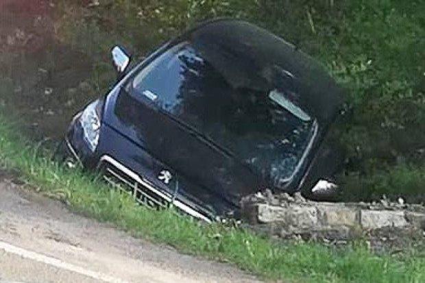 Wypadek koło Dobrej, trzy osoby w szpitalu